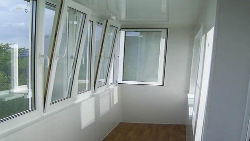Утеплення балкона пінопластом – чому це так популярно?